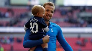 "Tottenham""s Harry Kane with his daughter"