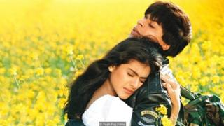 ફિલ્મ દિલવાલે દુલ્હનિયા લે જાયેંગેમાં શાહરૂખ ખાન અને કાજોલની તસવીર