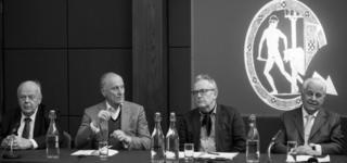 Станислав Шушкевич, бывший Госсекретарь РФ Геннадий Бурбулис, профессор Оксфордского университета Робер Сервис, первый епрезидент независимой Украины Леонид Кравчук.