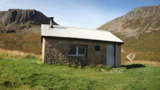 Приют для путников в Шотландии - мемориал Хатчисона