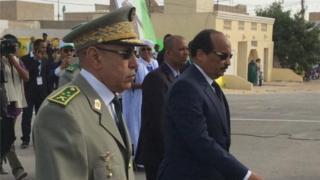 Le général Mohamed Ould el Ghazouani au premier plan, aux côtés de Mohamed Ould Abdelaziz