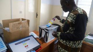 DRC voting official tests a voting machine