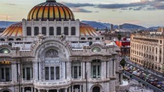 Hiếm khi mà bạn thấy một người Mexico mất kiểm soát cảm xúc của mình nơi đông người.