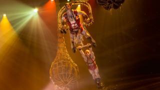 Сцена из шоу Le Reve