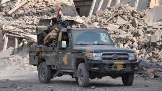 Abagwanyi bashigikiwe n'ubutegetsi bwa Syria bagenzura igisagara ca Deir al-Zour n'igice co mu burengero bw'uruzi Euphrate