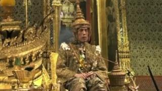 شهدت العاصمة التايلندية بانكوك مراسم تتويج الملك الجديد ماها فاجيرالونغكورن الذي كان قد تولى هذا المنصب بعد وفاة والده عام 2016.