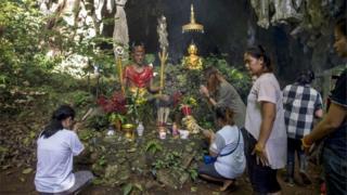 Familiares em Tham Luang