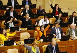 Diputados votando a favor de la ley del aborto.