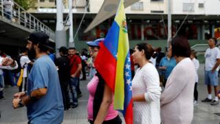 Caracas'ta sandıkta sıraya girenler
