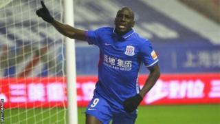 Demba Ba est passé par Shanghaï Shenhua entre 2015 et 2016 avant d'y retourner en juillet dernier.