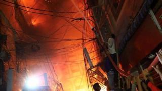 مقتل 70 شخصاً في حريق في العاصمة دكا