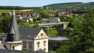 申根被选为公约的签署地点,因为申根是比荷卢其中一国中既与法国相连,又和德国接壤的唯一之地。