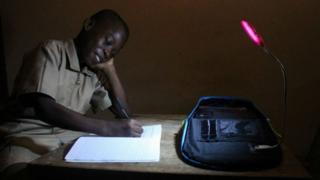 Solarpak, Evariste akoumian, thierry n'doufou, rémy nsabimana, sac cartable solaire, afrique avenir, énergie solaire renouvelable bbc afrique jeunes entrepreneurs côte d'ivoire