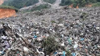 Núi rác Cam Ly đổ ập xuống ruộng vườn người dân Đà Lạt hôm 13/8/2019