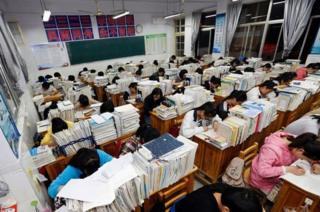 จีน, โรงเรียนมัธยม, หนานจิง, ธนาคารคะแนน, วัฒนธรรมการสอบ, แก้ปัญหา