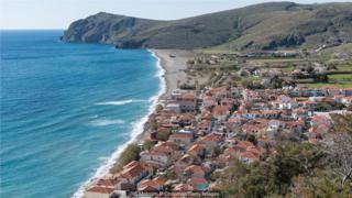 这些年,作者卓拉奥尼尔和她先生一家年年都会去希腊莱斯沃斯岛上的卡拉·艾斯索斯渔村度假。 (Credit: Malcolm P Chapman/Getty Images)