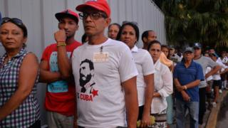 People queue at the Jose Marti Monument in Havana to bid farewell to Castro, 28 November