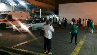 Personas evacuadas en Guayaquil tras el sismo.