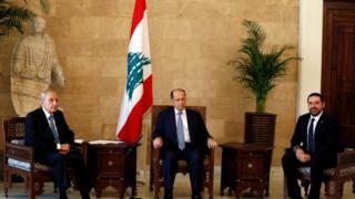 الرئيس اللبناني ميشال عو ومعه سعد الحرير ونبيه بري رئيس مجلس النواب