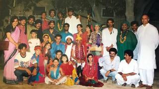 আজোকা থিয়েটারের সদস্যরা ১৯৮৮ সালে