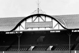 Glavna tribina na stadionu Enfild u Liverpulu