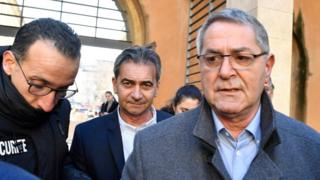 The two pilots arrive at court in Aix-En-Provence