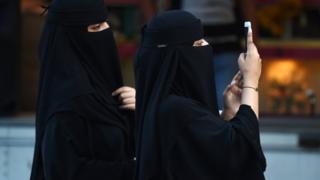 सौदी अरेबियाच्या महिला अधिकाऱ्यांवर जानेवारीत एक गाणं व्हायरल झाल होतं