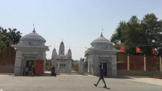 गोरखपुर में योगी का मठ