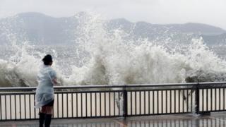 ไต้ฝุ่นฮาโตะพัดถล่มฮ่องกง