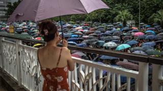 支持「反送中」運動群眾於香港九龍參與「光復紅土」遊行(17/8/2019)