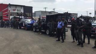 Army plus police pipo block road afta election for some parts of Port- Harcourt on top kasala