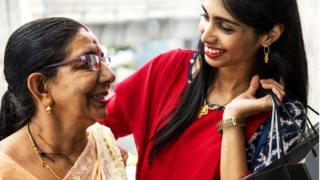 Индийцев с детства воспитывают в уважении к старшим