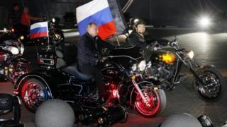 Putin monta moto