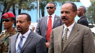 Abiy Ahmed et Isaias Afewerki, le 16 juillet 2018, à l'ambassade d'Erythrée en Ethiopie.