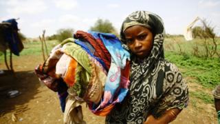 サハラ砂漠以南に住む子供の半数が極度の貧困状態に。写真はスーダンの子供