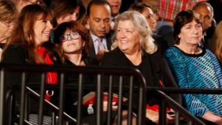 As quatro convidadas de Trump: Paula Jones (à esquerda), Kathleen Willey, Juanita Broaddrick e Kathy Shelton