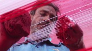 အိန္ဒိယက မန်ဂျာ လို့ ခေါ်တဲ့ မှန်စာ စွန်ကြိုးလုပ်တဲ့ လုပ်ငန်း