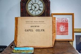 Ffolder Capel Celyn a thaflen Nia Ben Aur