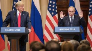 Perezida Trump (ibumoso) na Perezida Putin hari byinshi badahuza muri politiki y'isi