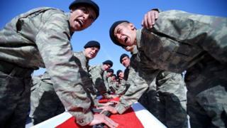 askerler yemin töreninde