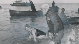 Marilyn-Bell-completes-her-channel-swim.