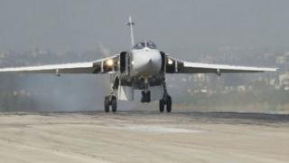 A Russian Sukhoi Su-24 fighter jet lands at the Hmeymim air base near Latakia, in Syria (07 November 2015)