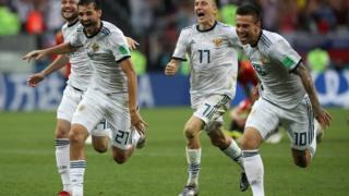 러시아는 승부차기에서 4-3으로 스페인을 누르고 8강에 진출했다
