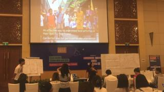 Chương trình được tổ chức chỉ một ngày sau khi thủ tướng Hun Sen của Campuchia phạt tờ Cambodia Daily 6,3 triệu đô la Mỹ tiền thuế