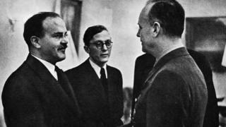 Вячеслав Молотов и Йоахим фон Риббентроп