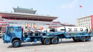 觀察人士發現,在朝鮮官方發佈的上周末大閲兵照片上,搭載導彈的大型卡車為中國製造