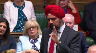 """نائب بريطاني """"سيخي"""" يطالب جونسون بالاعتذار للمسلمين"""