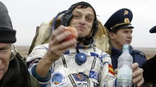 Pedro Duque, recién regresado tras su primer viajes espacial.