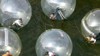 Anak dalam gelembung