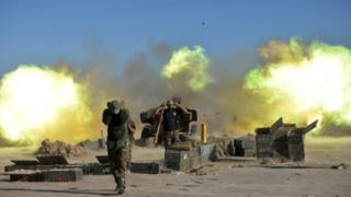 Haşdi Şabi milisleri Telafer'i top atışına tutarken